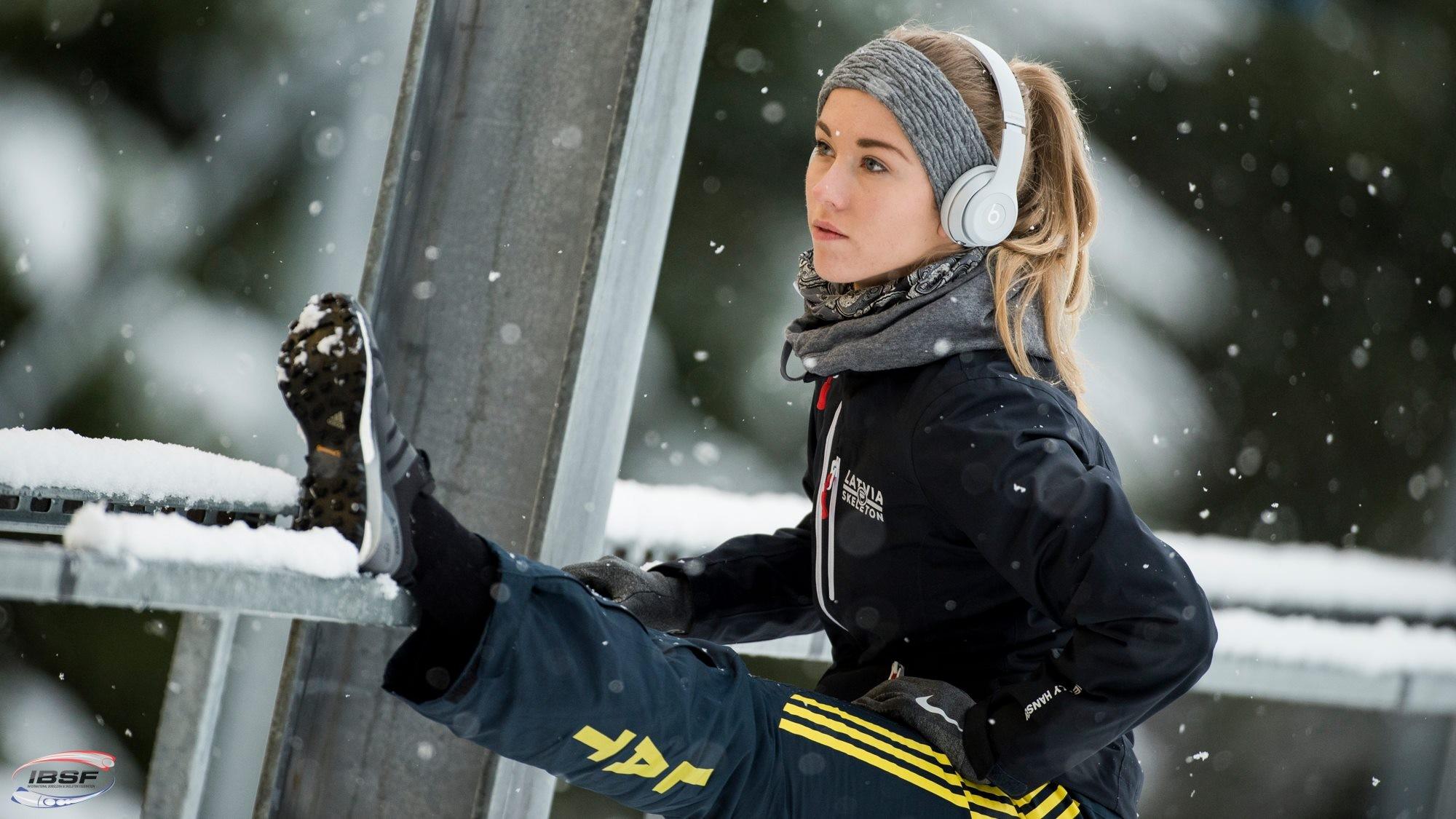 Augsta līmeņa sportisti var saņemt sporta stipendijas Latvijas Universitātē; iespēju izmanto arī Endija Tērauda