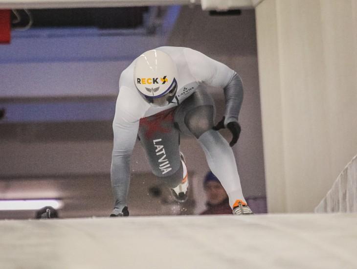 Pasaules junioru čempionātā skeletonā triumfē vācieši, Netlaus astotais